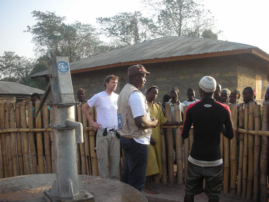Agradecimientos comunidad Nieni. Koinadugu pozos construidos por MdM.